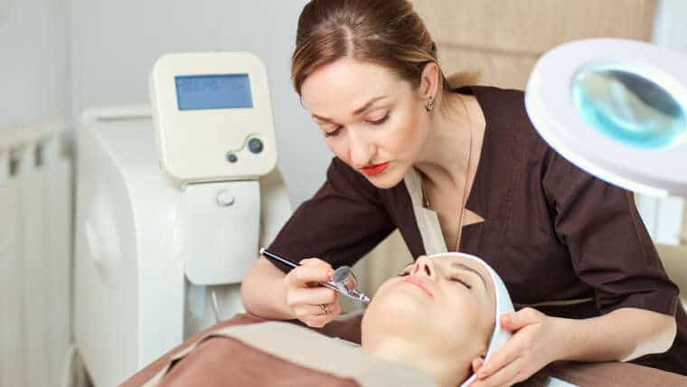How to pursue career in cosmetic dermatology?